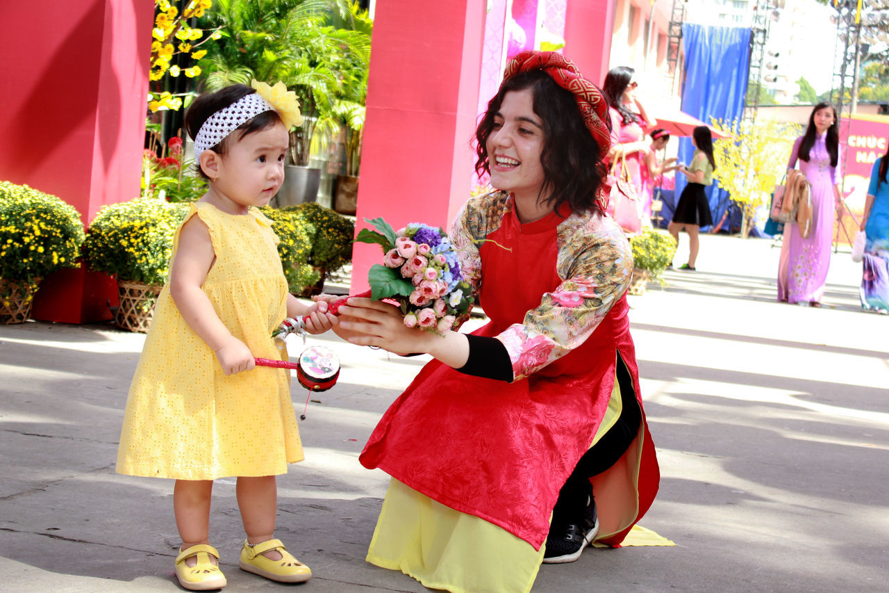 Adult Cheerful Childhood Decoration Enjoyment Flower Full Length Happiness Love Mid Adult Mid Adult Women Outdoors People People Watching Smiling Tet 2017 Tet Holiday Tet In Saigon Tetholiday Togetherness Two People Tết Vietnam Vietnamese Vietnamesegirl