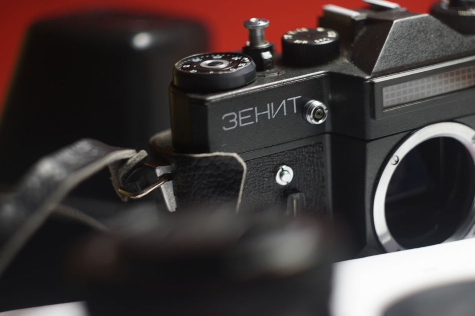 Camera - Photographic Equipment Old-fashioned Film Industry Antique Arts Culture And Entertainment No People Sony A6000 Helios 44m-6 EyeEm Gallery Lieblingsteil Capture The Moment Zenit-ET Close-up Selective Focus Indoors  Camera - Photographic Equipment Legacy Lenses