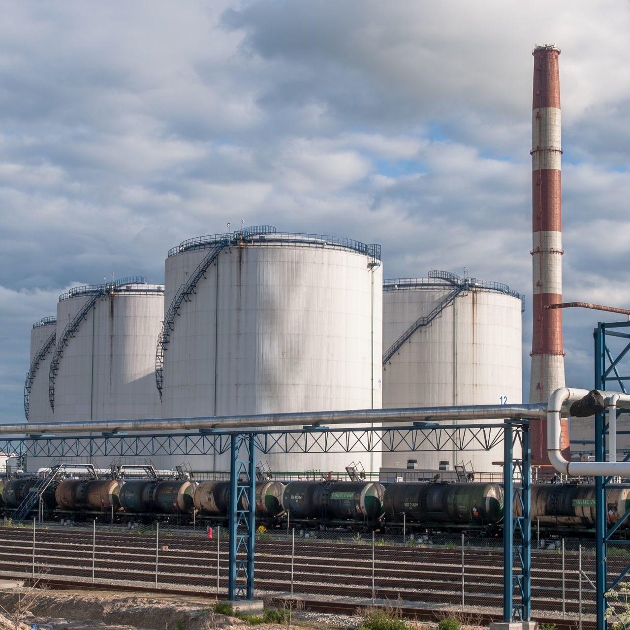 Built Structure Chemical Plant Cloud - Sky Day Factory Fossil Fuel Fuel And Power Generation Industrial Building  Industry No People Oil Industry Oil Refinery Outdoors Petrochemical Plant Power Supply Refinery Silo Sky Storage Compartment Storage Tank Warehouse