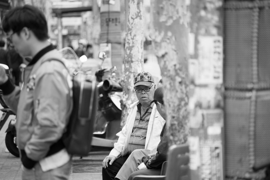 Art And Craft Blurred Motion Casual Clothing Childhood Depth Of Field Drop Focus On Foreground Front View Historic Holding Korea Leisure Activity Lifestyles Men Occupation Old People, Man Rain Real People Selective Focus Seoul Seoul_korea Sitting Wet Women B&w Street Photography