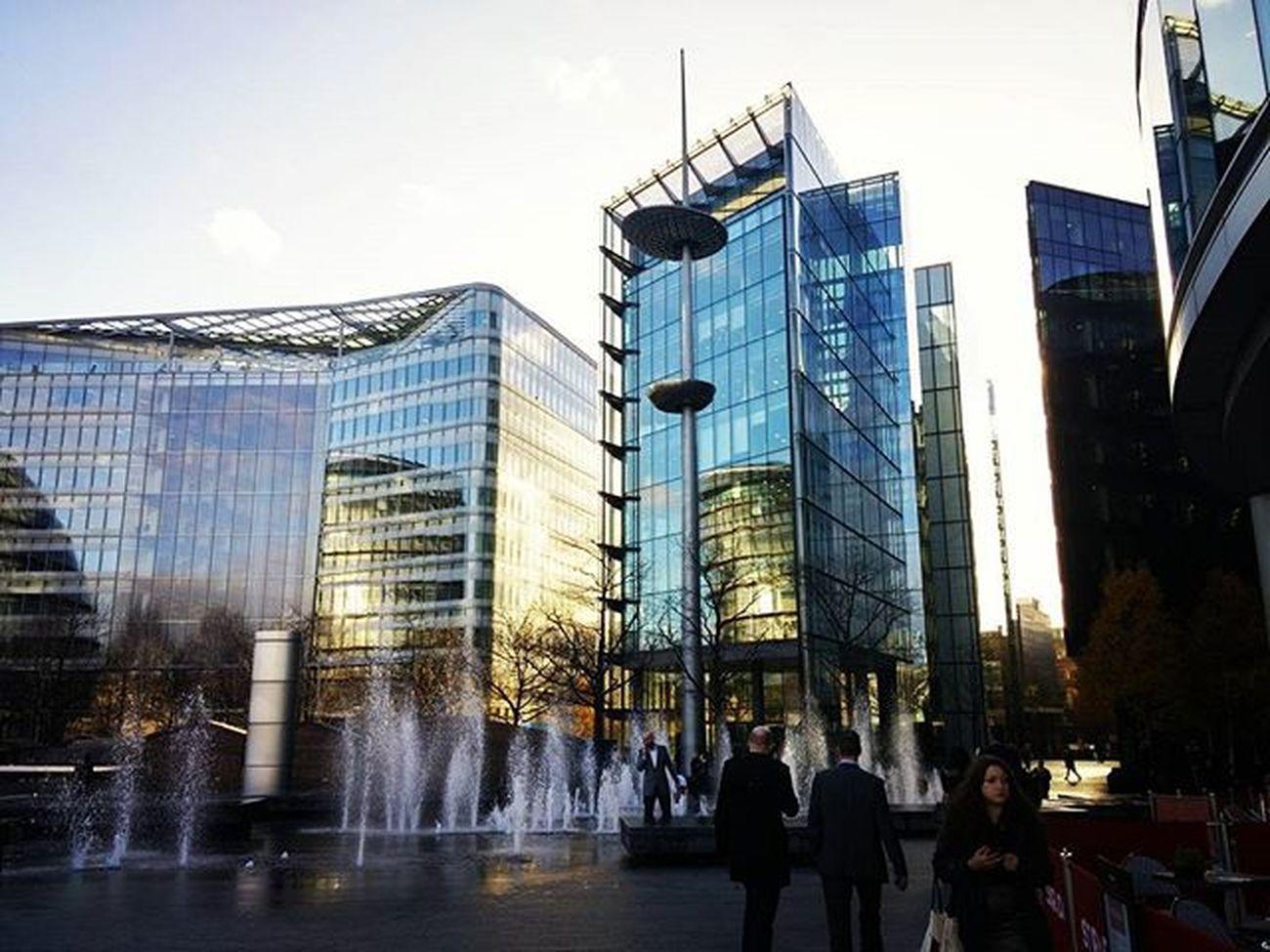 Beautiful business park on the Queen's Walk. Glassbuildings TheQueensWalk London