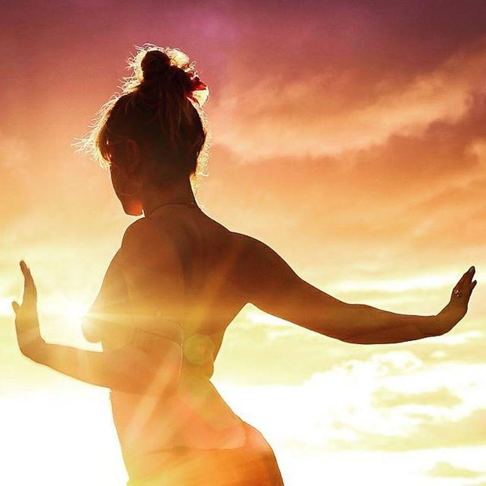 Beautiful Maui Goddess Vixen Befree BeCreative Youonlyliveonce Freethegoddess Amazing Mauiphotography Mauinokaoi Mauiportraits Sea Beautifulgirls Beach Sunset Mermaid Seanymph Siren @teeweava
