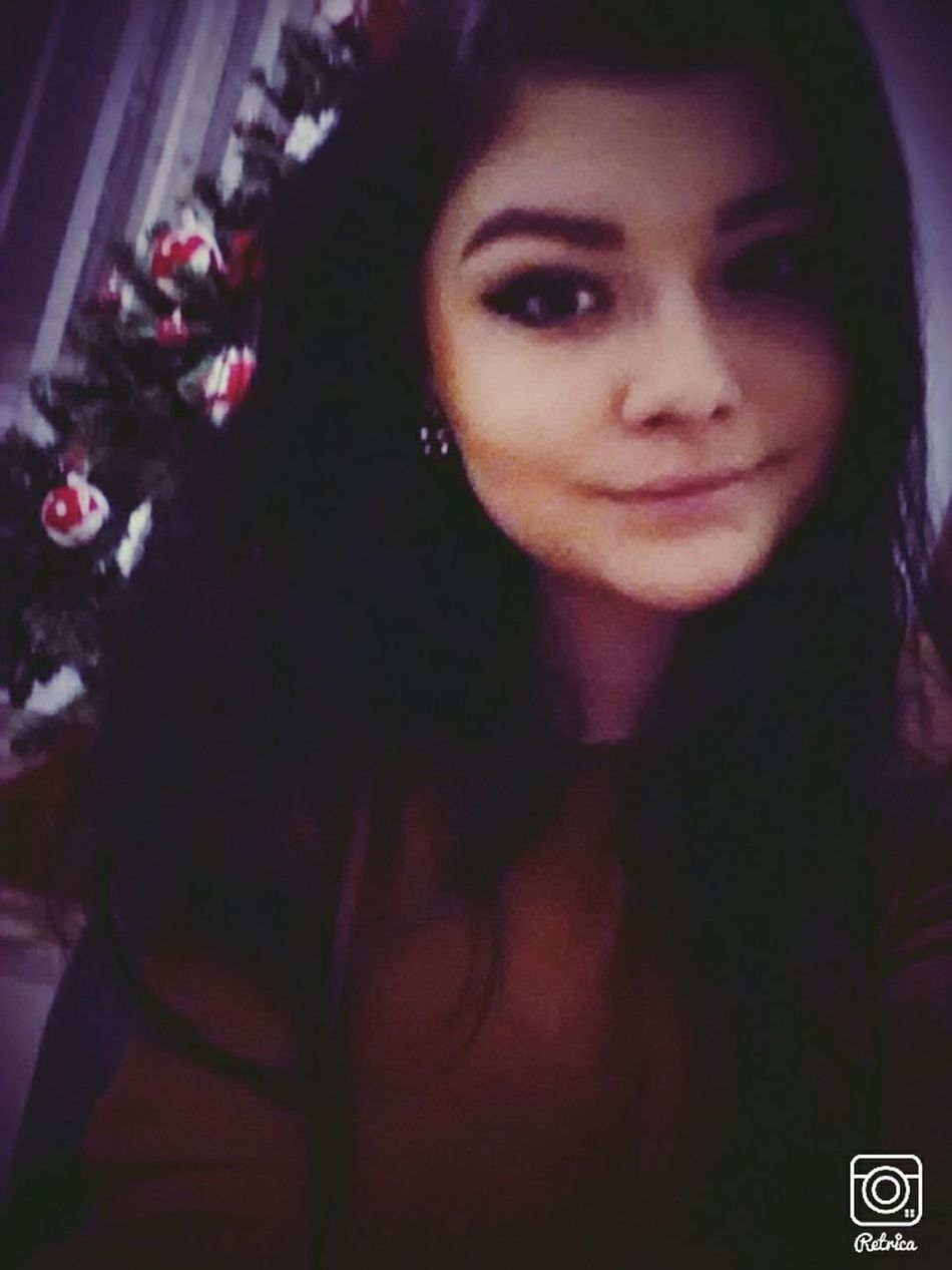 Selfie Follow Me Christmastree Girl
