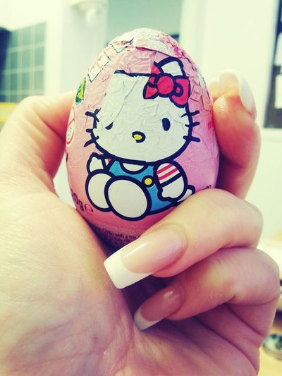 It's not saturday...but it's after my dinner and it has a surprise ! Hello Kitty Surprise Chocolate