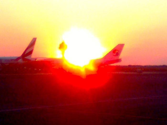 Airplaine Airport Dusk Flughafen Flugzeug Orange Color Sardegna Sonnenuntergang Sun Sunbeam Sunset