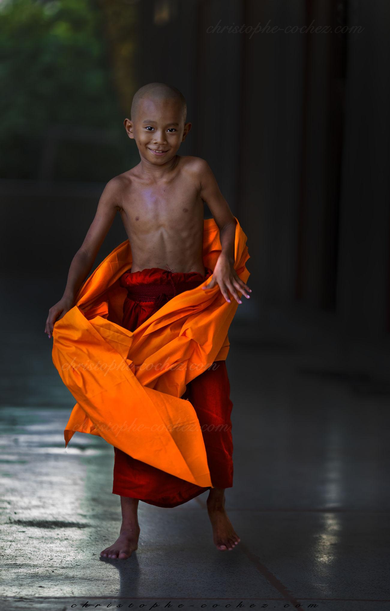 burmes monk in wat thail wattanaram maesot thailand Birman  Birmania Birmanie Birmanie Bonze Bouddhisme Bouddhiste Buddhism Buddhist Burgers Burma Holydays Maesot Monk  Myanmar Myawaddy Novice Monk Sunset Teravada Thailand Thaïlande Travel Voyage Wat Thail Wattanaram Wat Wattanaram
