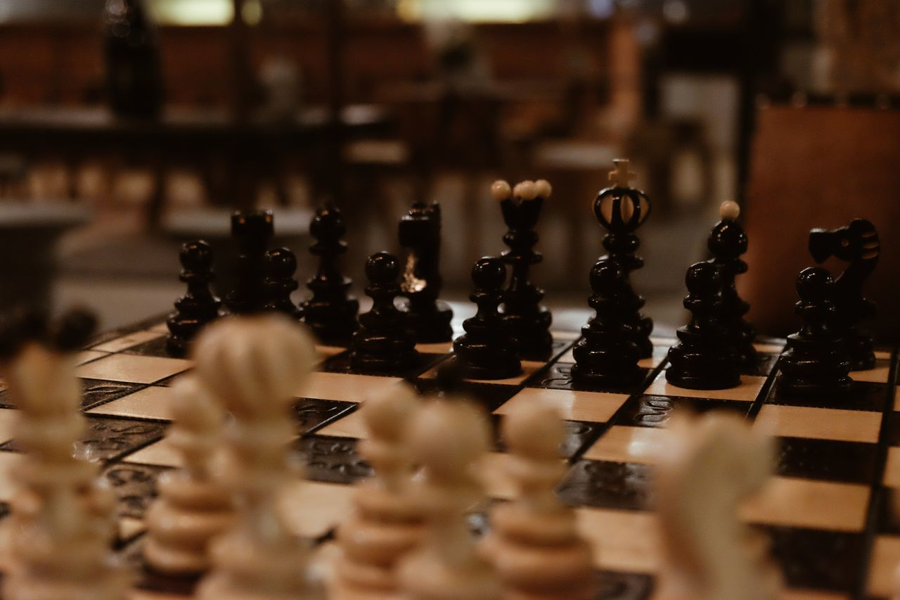 Strategy Chess Chess Piece Chess Board Board Game Indoors  Leisure Games Close-up No People Knight - Chess Piece FUJIFILM X-T10 XF18-55mmF2.8-4 R LM OIS F/3.6 ISO 6400 0.05 Sec via Fotofall