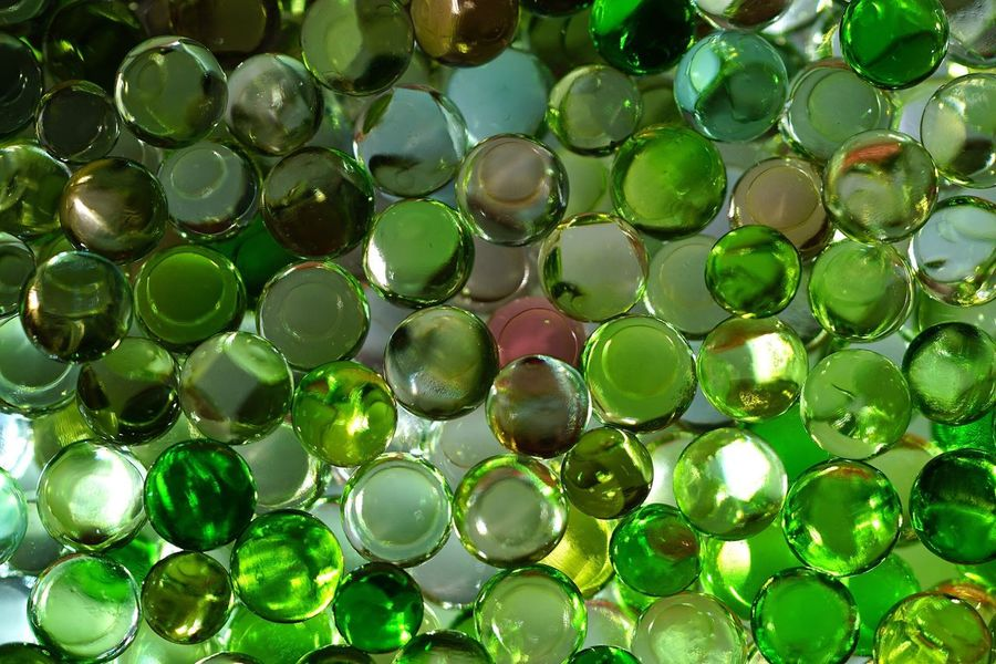 Green Color Abundance Large Group Of Objects Backgrounds Variation No People Close-up Shiny Full Frame Crystal Marbles Day Indoors  Fragility Freshness Hintergrundgestaltung Backcloth_MSB Background Waterdrops Water Sphere