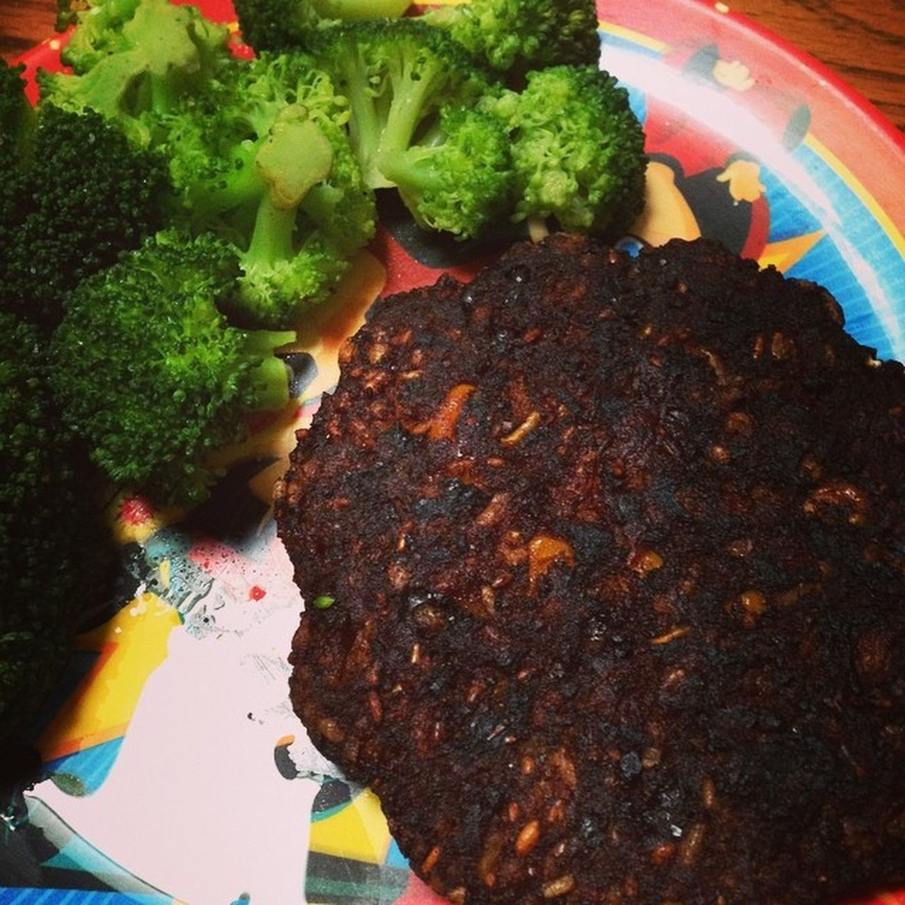 Late lunch today Blackbeanburger Broccoli