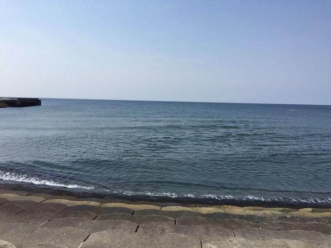 雪が溶けたので波がないけど、うみへ。 北海道 晴れ 春 風が冷たい 日向ぼっこ