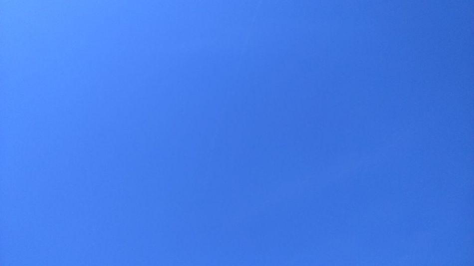 Ciel bleu comme ........ Blue Clear Sky Beauty In Nature Tranquility Sky Only Vibrant Color La Vie Et Belle ❤ Enjoying Life ♥ Nature Makes Me Smile Naturemakesmehappy Beauty In Nature Plage 🌴