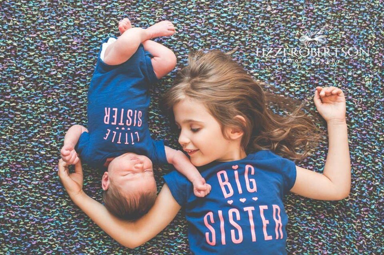 Sisters. Sisters Lizzirobertsonphotography NewBorn Photography