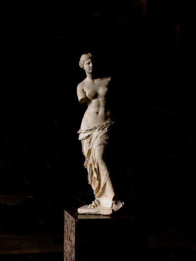 Black And White Blackandwhite Estatua Estatua Griega Estatue  France Greek Statue Louvremuseum Milo Paris, France  Venus De Milo