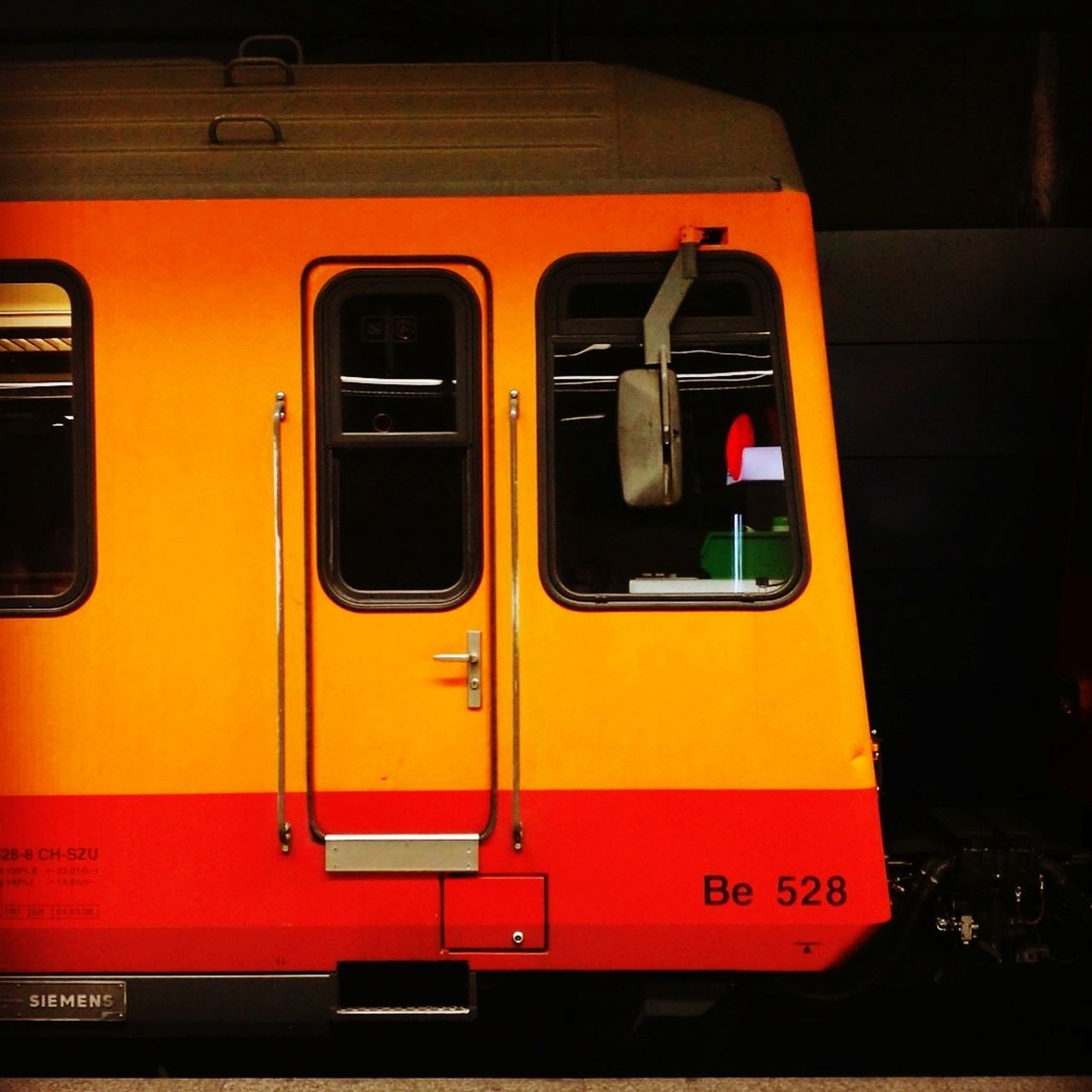 Orange Color Red No People Outdoors Day Zug Zug Fahren Lokomotive S-bahn S-Bahn Zürich Hauptbahnhof S4