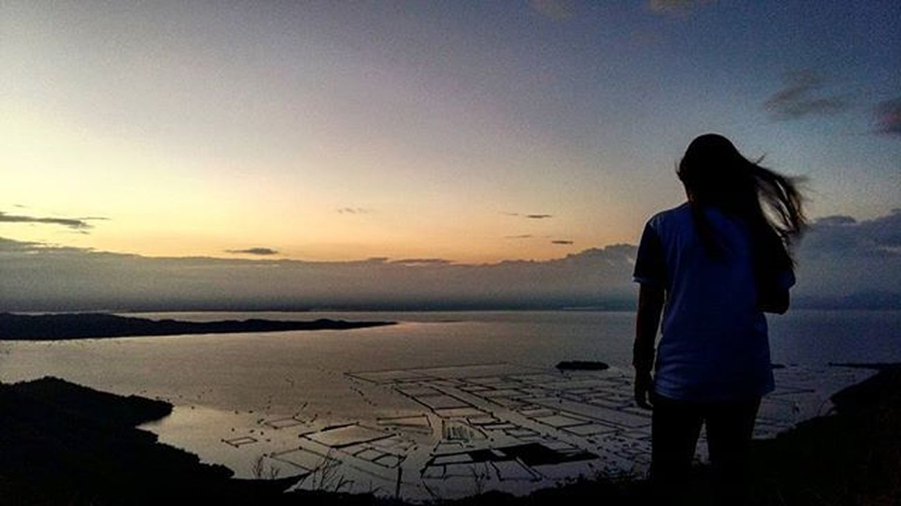 Don't waste sunsets on people who will be gone by sunrise. 🌄 Wanderer . . . . . . . Trekking Mountaintop Mountainview Sunrise Nature Earth Mountainer Philippines Instagram Instagramers Phonetography