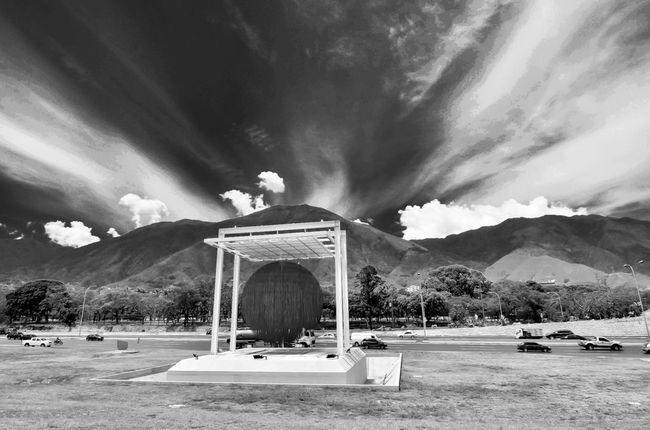 Esfera estacionaria!!! @shivaluisa. Eye4black&white  Sky Collection Bw-collection EyeEm Best Shots