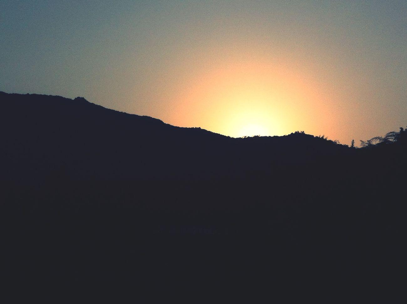 山中的日落 ?