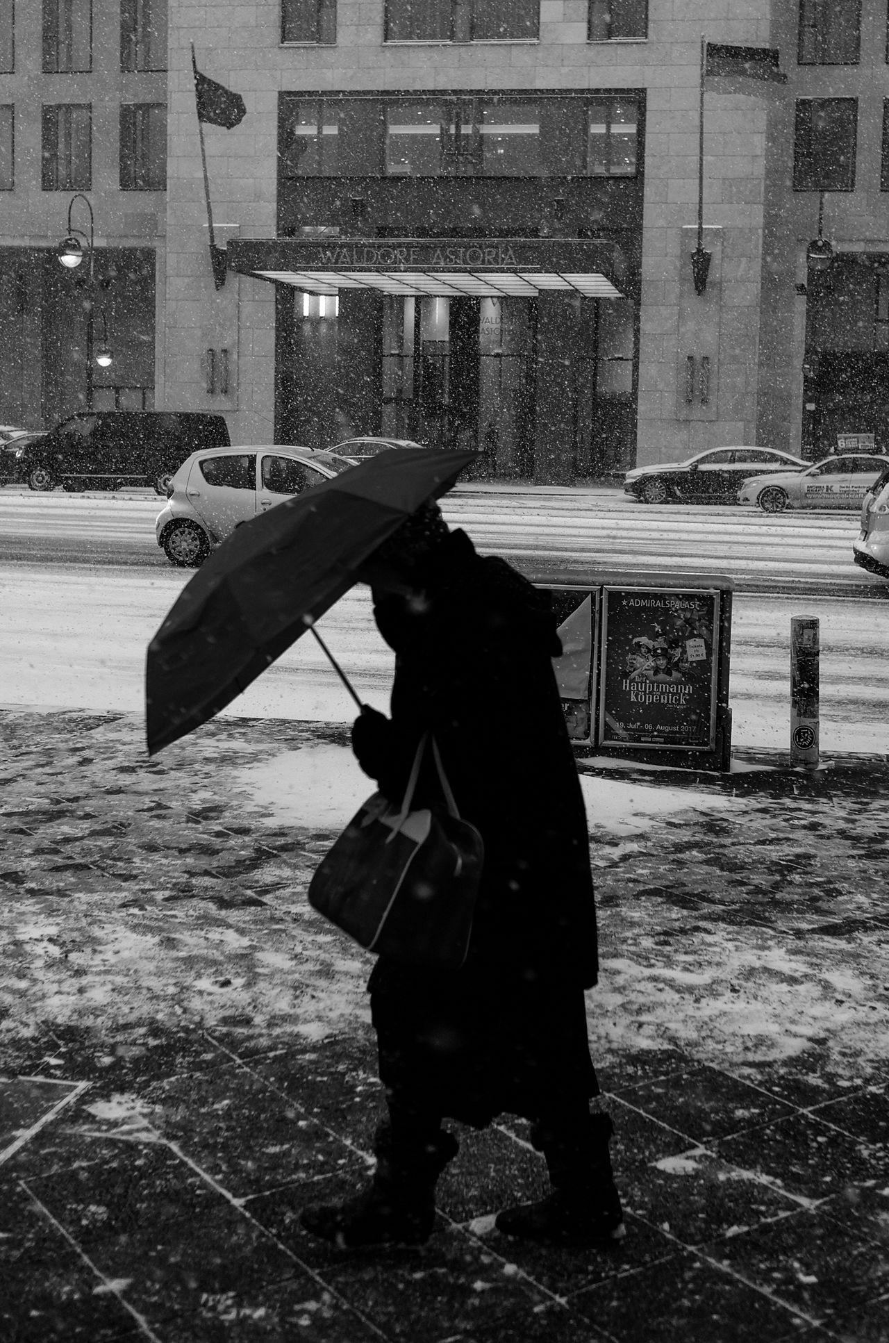 One Person Real People Built Structure Architecture Waldorf Astoria Berlin Berliner Ansichten Winter Snow Snow ❄ Blizzard Snow Storm
