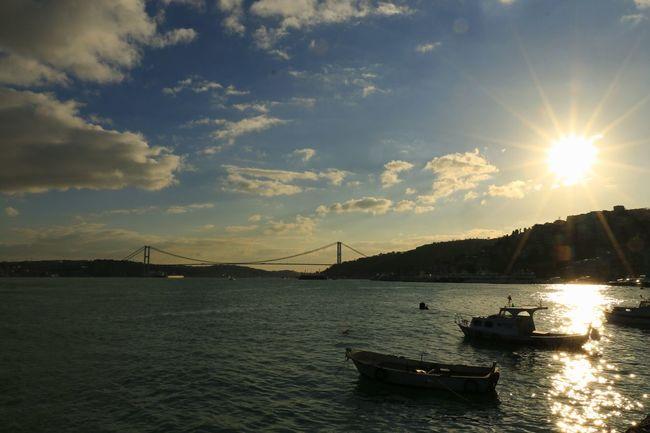 İstanbul'da gün Batı'mı İstanbul Oneistanbul Anla_istanbul Allshotturkey Lovefromturkey Travelphotography Storyofistanbul Streetphotography Instagram_istanbul Instagram_turkey
