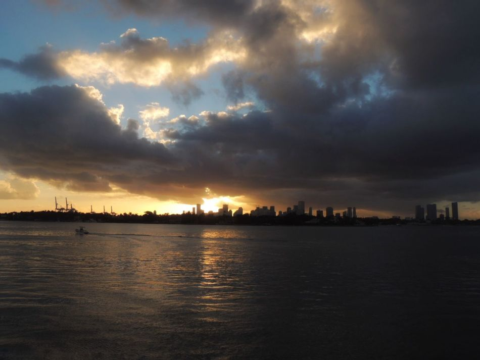 Sunset Sunset Today Sunrise_sunsets_aroundworld Dramatic Sunset Sunset And Clouds  Biscayne Bay Skyline Sky And Clouds Beautiful Sky In Front Of Travel Destinations Travel Photography