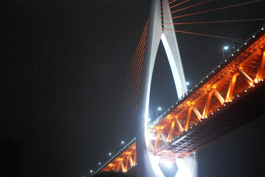 I love China!thisis the bridge at night in 重庆
