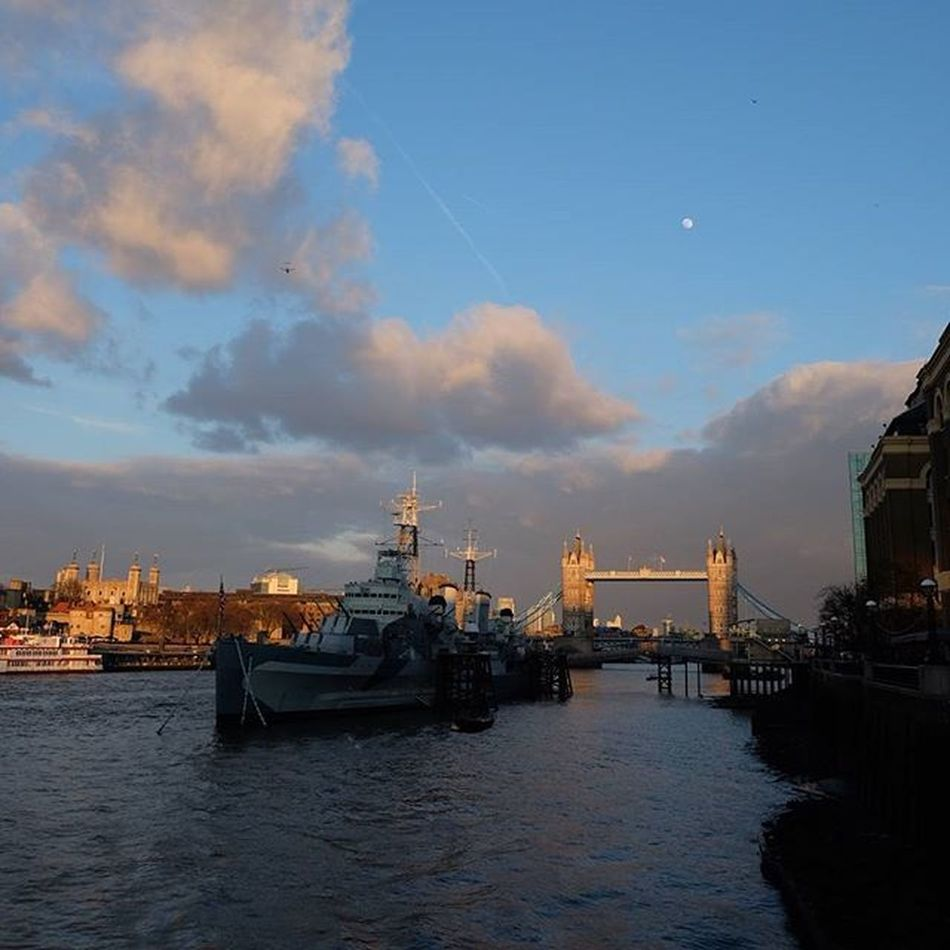 Tower Bridge and The Tower of London are bathed in the last light of sunshine as HMS Belfast is already in the shadows. London Londonist Igerslondon Towerbridge Toweroflondon Thames Sunset Spring Moon Londonbridge Sunday Sundaystroll Fujixt10 Fujifilm Xt10 Allthegearandnoidea