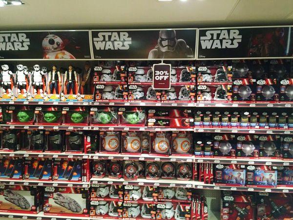 Starwars showroom london Showroom Starwars7 Starwars Starwar Starwarsday StarWars Collection LONDON❤ London Starwarslego Star Wars