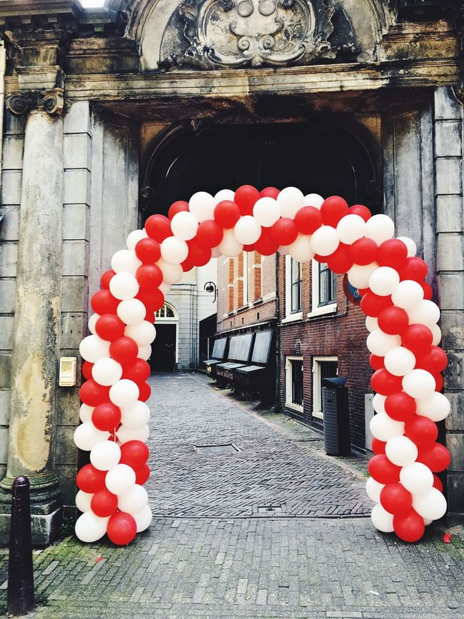 Bomdia Good Morning Almost Weekend Party Party Time Balloons Balloon Alley Streetphotography Street Photography Street Fissa Friday Amsterdam Amsterdamcity Old Buildings Alleyway City Holland Netherlands Enjoying Life Taking Photos
