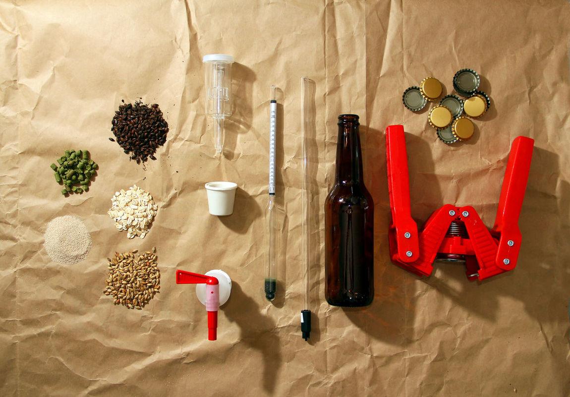 materia prima y accesorios para elaborar cerveza arteanal Accesories Basics Beer Beer Ingredients Beer Porn Cerveza Artesanal Craft Beer Craft Board Craftbeer Densimetro Hops Ingredients Malt Wing Capper Yeast