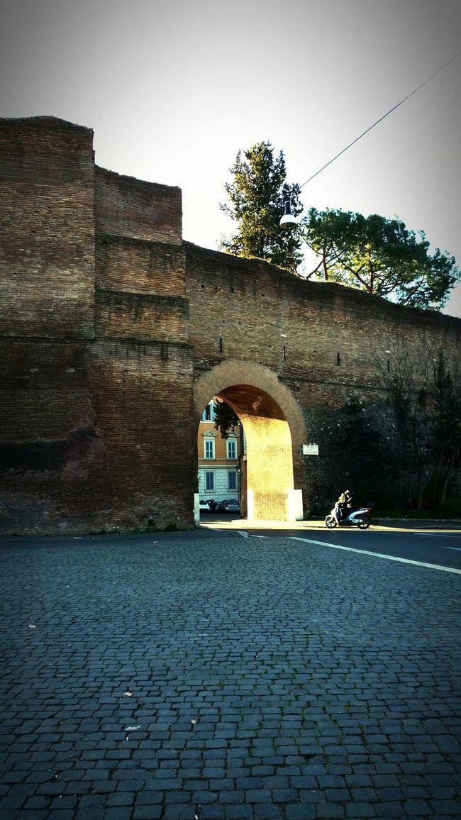 Loneliness good morning Rome! Jogging The Human Condition Hello World Rome Italy Sunrise Sampietrini&antiche Mura👌 My Unique Style