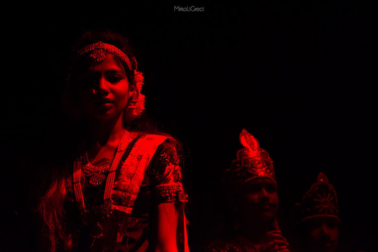 Lady in Red Red Rosso Bharata Natyam India Tamil Tamilgirl Girl Dance Dancing Dancer Dancerslife Fotografia Photography Photooftheday Teather Teatro Black Bharat Classical Dance Indian Culture  Tamil Culture Tamils Sri Lanka Sicily Italy🇮🇹