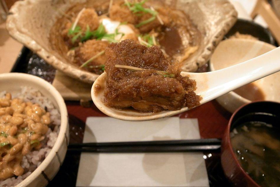 Chicken Katsu Miso Stew Natto Miso Soup Gokokumai Yummy Food Porn Ricoh GRD III Enjoying A Meal 家に帰っても夕飯なし!と言うことで大戸屋で食べてきた!チキンカツの味噌煮込み定食!トンカツより若干カロリー低めですよ!→言い訳(苦笑)