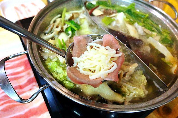 มันจะน่ากินมากๆ หน่อยนะ Soup Food And Drink Bowl Indoors  Ready-to-eat No People Healthy Eating Meat Food Soup Bowl Chopsticks Dumpling  Freshness Close-up Day First Eyeem Photo