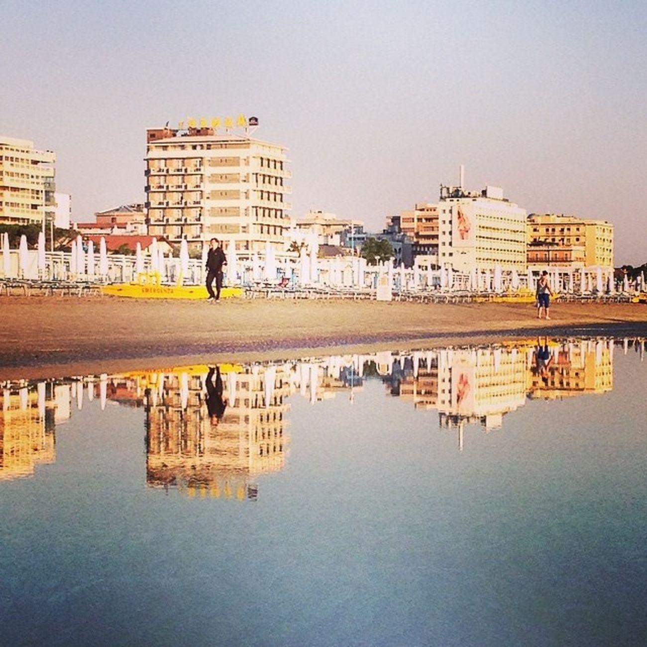 Riccione|enoicciR #riccione #alba #beach #summer #italy #webstapick #meshpics #lifeisbeautiful #lifelessordinary