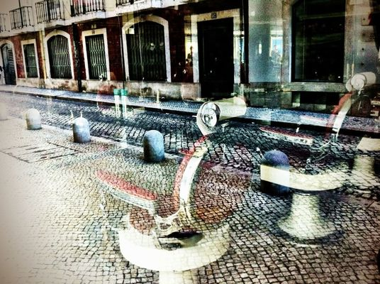 streetphotography at Rossio by Henrique Santos