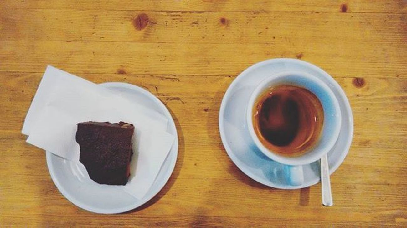 Coffee Kafee Espresso Sweet Brownie Brownies Wood Berlin Norway Scandinavia Oslocafe Oslocoffee Oslokaffe Oslokaffebar Berlinkaffee Berlincafe Berlincafe Hipster Hipstercafe Hipstercafes