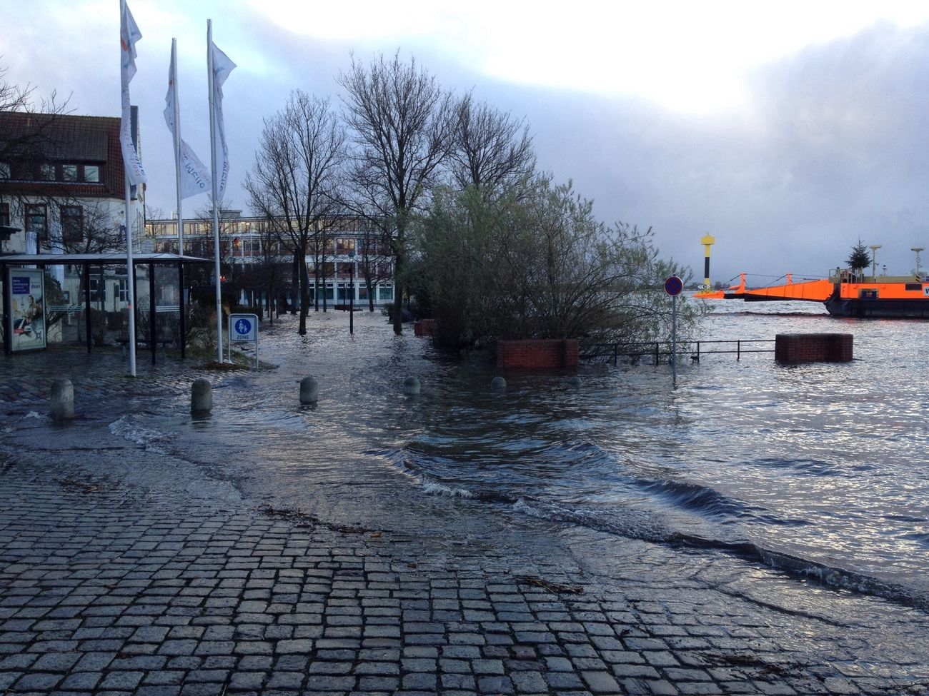 """After storm """"Xaver"""" Taking Photos Water_collection Flood Bremen - Vegesack"""