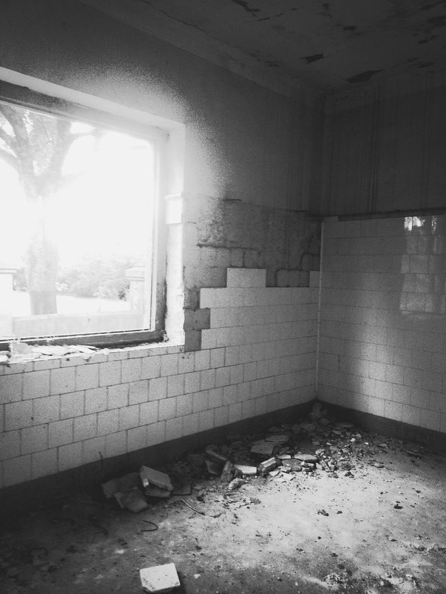 EyeEm_abandonment Abandoned Abandoned Places Abandoned House Abandondedplaces Windowlight Beauty Of Decay Trough The Window Blackandwhite Blackandwhite Photography