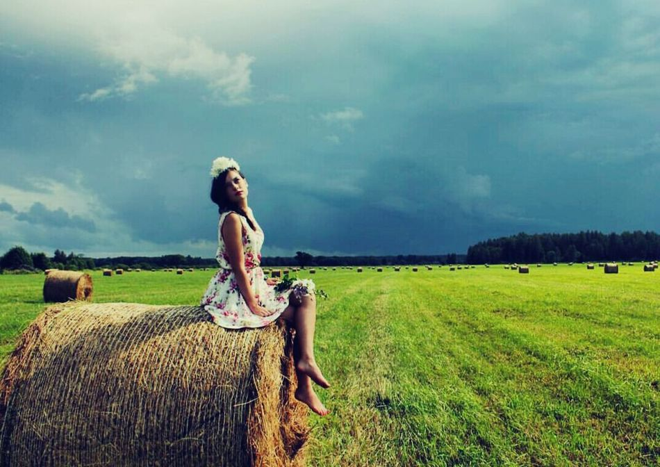 Countryside Summer Nature EyeEm Nature Lover Field Haybales  Atmospheric Mood From My Point If View Fantastic Exhibition Deceptively Simple Learn & Shoot: Balancing Elements Landscape Showcase September Inspired By Nature Nature Check This Out Learn & Shoot: Simplicity Photography Capture The Moment The Essence Of Summer EyeEm Best Edits Summer Essentials Contrast Peaceful Women Of EyeEm