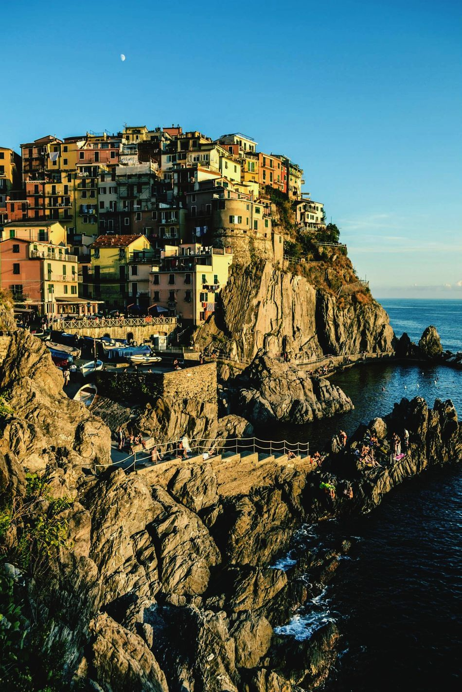 Riomaggiore, Cinque Terre Ilovethisplace Beautiful Nature Colourful Littlehouses Themostbeautifulplace IWantToGoBack  IwantToLiveThere
