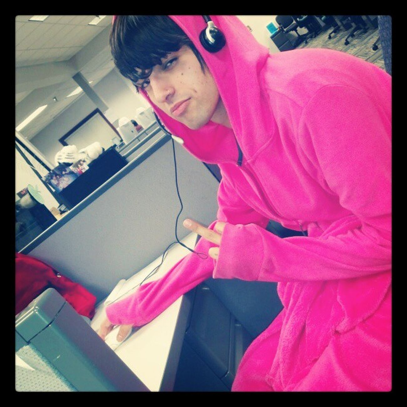 @geofromtexas being warm in a pink snuggie, lulz Cute woohoo AppleCare