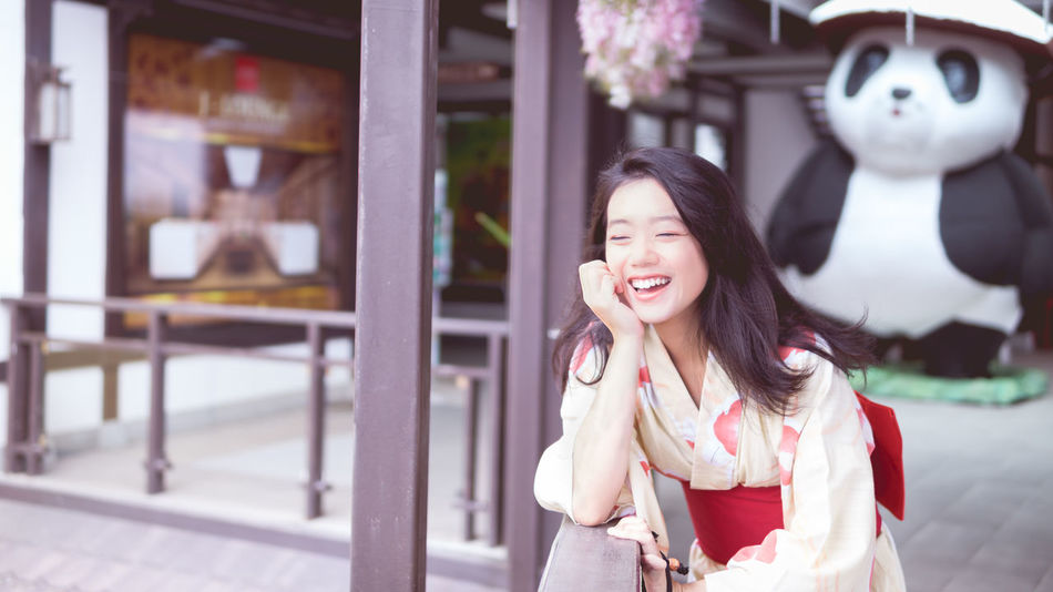 Day Focus On Foreground Front View Happiness Leisure Activity Lifestyles Long Hair One Person Outdoors Real People Smiling Waist Up Young Adult Young Women