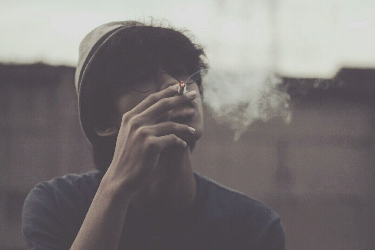Enjoying Life Vscocam Relaxing That's Me Hello World Smoking Hi! Populer Photos Instameetbekasi Taking Photos