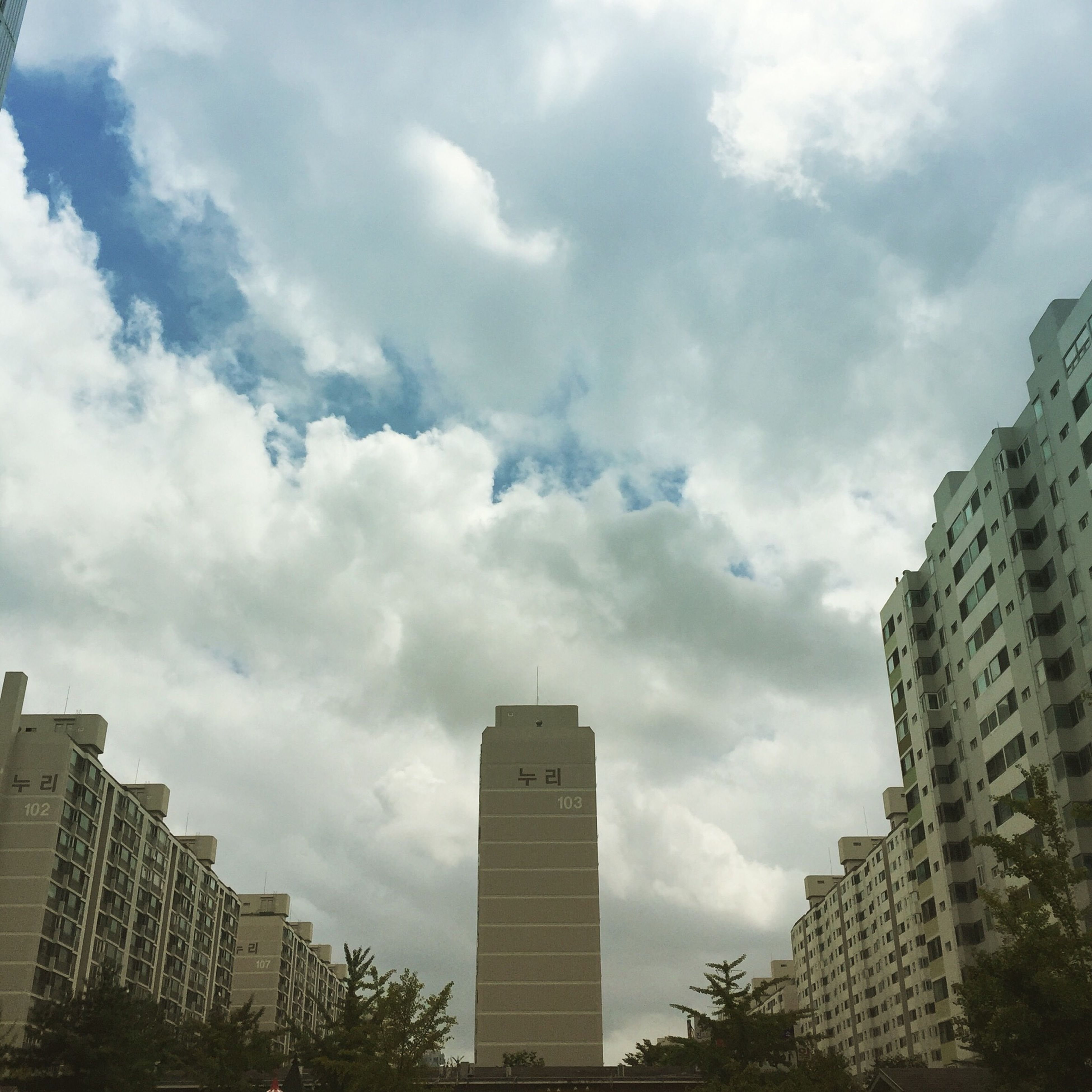 building exterior, architecture, built structure, sky, city, cloud - sky, skyscraper, low angle view, cloudy, tall - high, modern, office building, tower, cloud, building, day, outdoors, tall, city life, weather