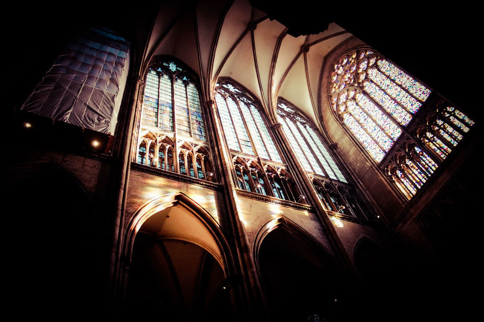 Wunderbares Lichtspiel im Kölner Dom Architecture Church Church Window Cologne Cathedral Glass Art Glass Windows With Reflections Illuminated Indoors  Kölner Dom Light Effect Lighting Equipment Low Angle View No People Reflection Windows