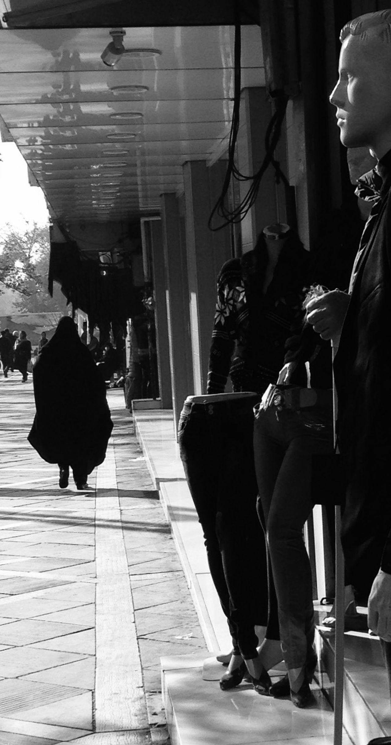 Black & White Streetphotography Immobilité Teheran EyeEm Woman Dummy