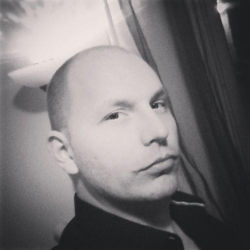 Ne pózolj már!!!! Selfie Butfirstletmetakeaselfi Almostbald Bighead Azanyámhétszentségitdeszépvagyok Jujjdebelenéztem