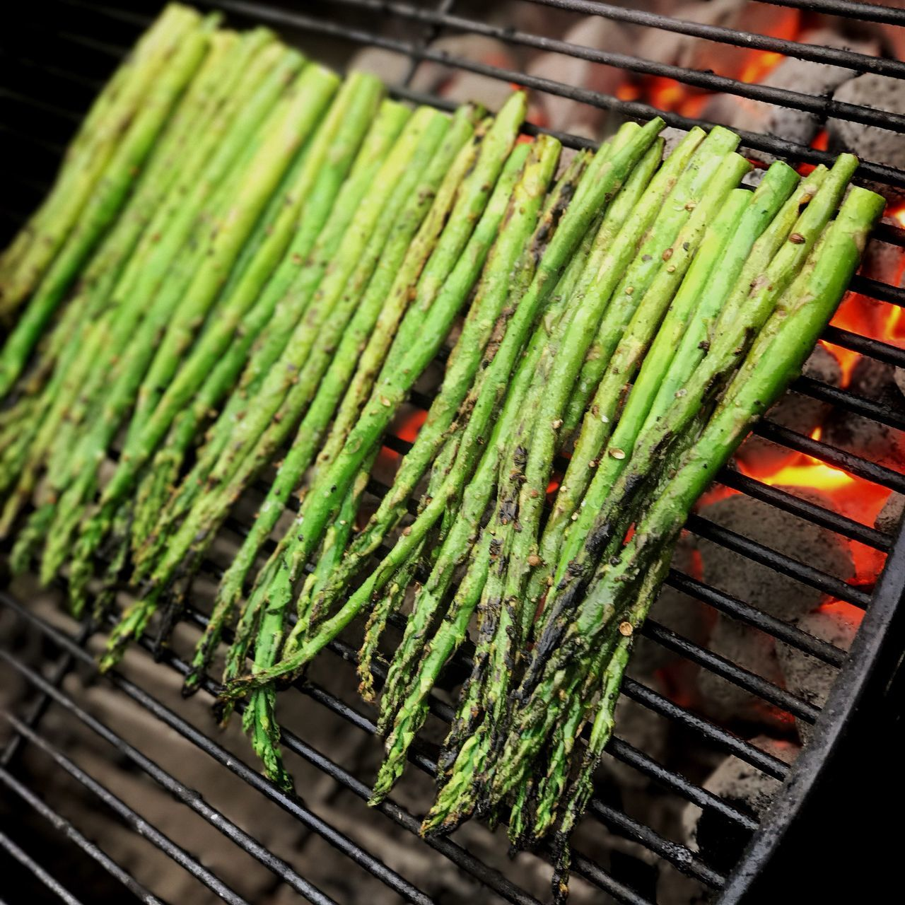 Asparagus on a Charcoal Grill Green Color Vegetable Healthy Eating Freshness Outdoors No People Grilling Open Flame Spring Summer BBQ BBQ Season
