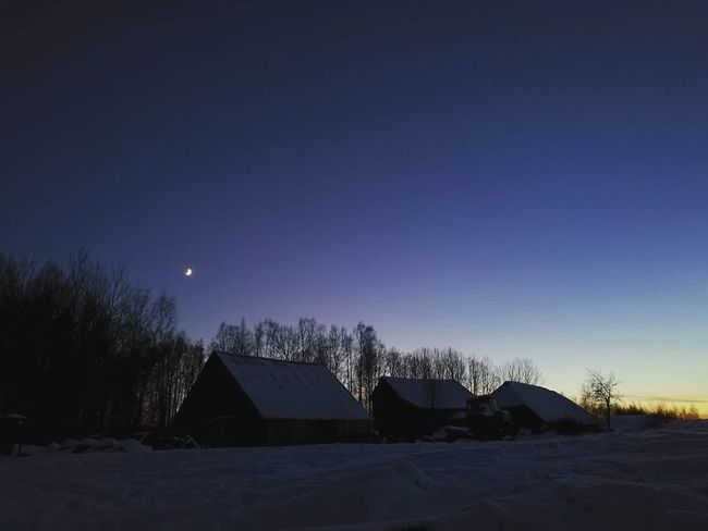 Winter Silhouette House Snow Sky HuaweiP9 Mobilephotography Mobile Photography Beautiful ♥ Cold Temperature Nature Outdoors Midnight Moon Village