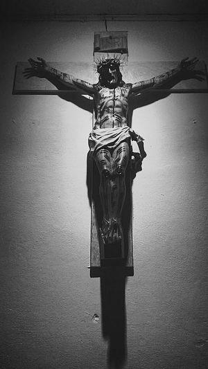 O peso da cruz, derrubou o Rei Jesus! 🎶 Religion Jesus Christ